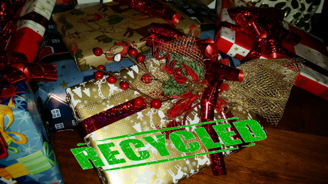 Regali di Natale non graditi, ecco cosa farne