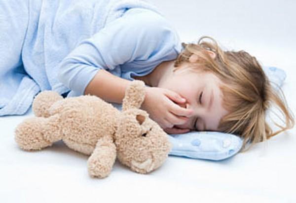 bambini e sonno con orsacchiotto