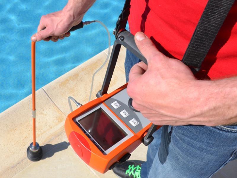 Esistono dispositivi all'avanguardia per semplificare la rilevazione perdite. Nella foto; un rilevatore di gas traccianti