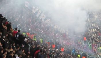 Il celebre lancio di petardi,fumogeni e carta igienica dei tifosi del Trabzonspor