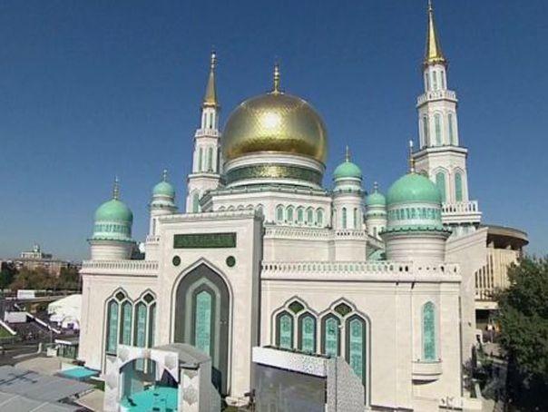 Imagini pentru moscheea construita la moscova