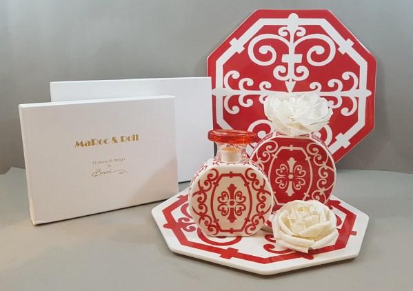 diffusore con fiore in porcellana fantasia rosso e bianco + piastrella