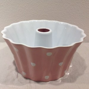 stampo per budini ceramica rosa e pois bianchi