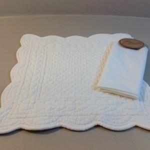 Blanc Mariclò Tovaglietta in boutis bianco quadrato con tovagliolo