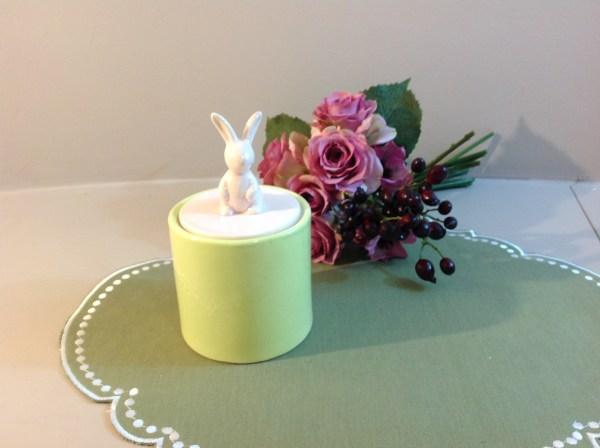 Barattolo verde marcio con coperchio rosa con coniglio Hoff