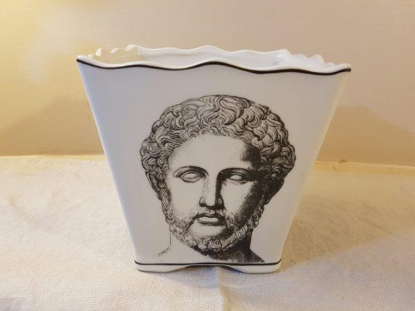 vaso quadrato con viso
