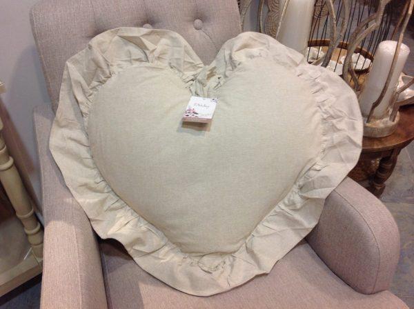 L'Atelier 17 Cuscino a cuore bianco con frappe 50x55