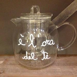 Simple Day Teiera in vetro con filtro con scritta bianca Tè per due