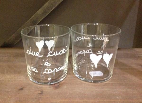 Simple Day Bicchiere in vetro con scritta bianca - DUE CUORI E UNA CAPANNA