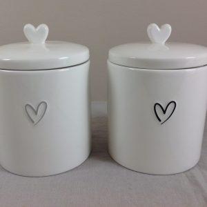 Bastion Collection Barattolo in gres bianco latte con cuoricino grigio e coperchio con cuore