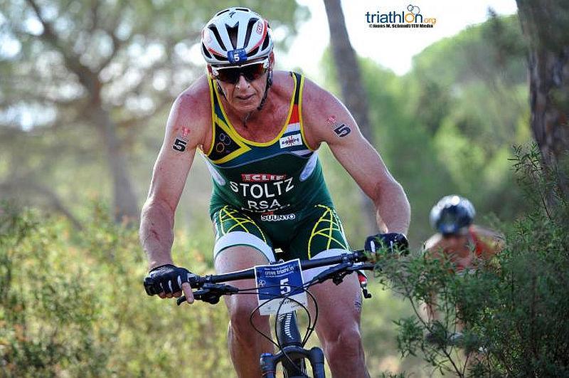 """Al Mondiale di Cross Triathlon TNatura Sardegna 2015, il mitico Conrad """"The Caveman"""" Stoltz ha preso parte alla sua ultima gara"""