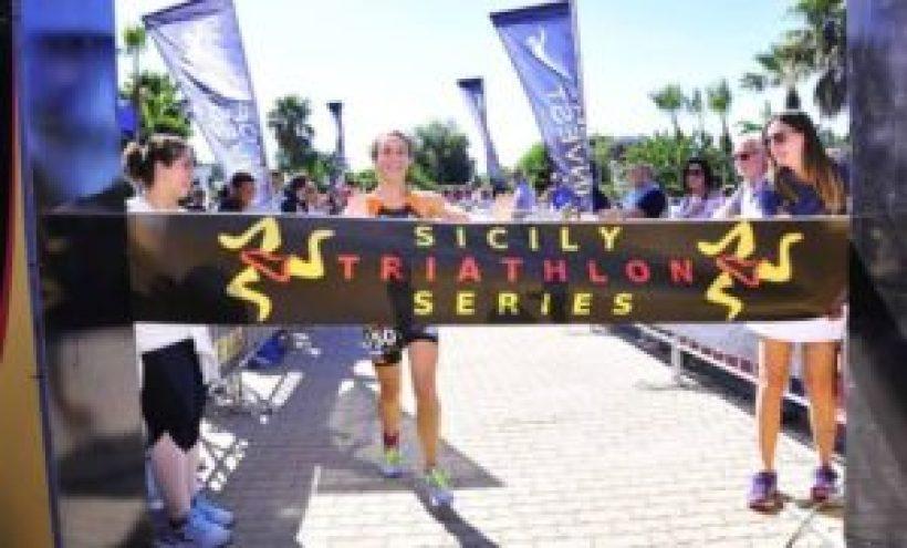 Cristina Ventura (Magma Team) si aggiudica il Vulcano Triathlon Sprint a Catania l'8 ottobre 2017, finale del Sicily Triathlon Series