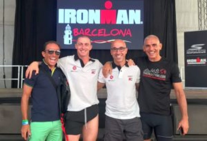 Gianfranco Mione con (da sinistra) Giorgio Lecca, Magno Cristiani e Fabrizio Frediani, tutti e quattro finisher all'Ironman Barcelona 2017