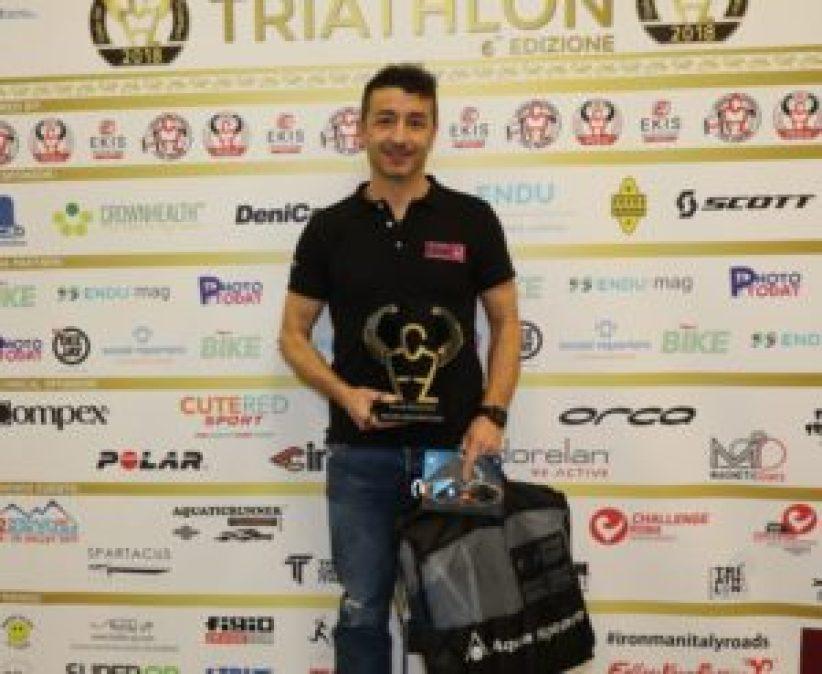 """Alfio Bulgarelli, campione europeo e mondiale di triathlon tra gli AG 45-49, vince la categoria di """"Triatleta dell'Anno"""" al Gala del Triathlon 2018 (Foto ©Sergio Tempera)"""