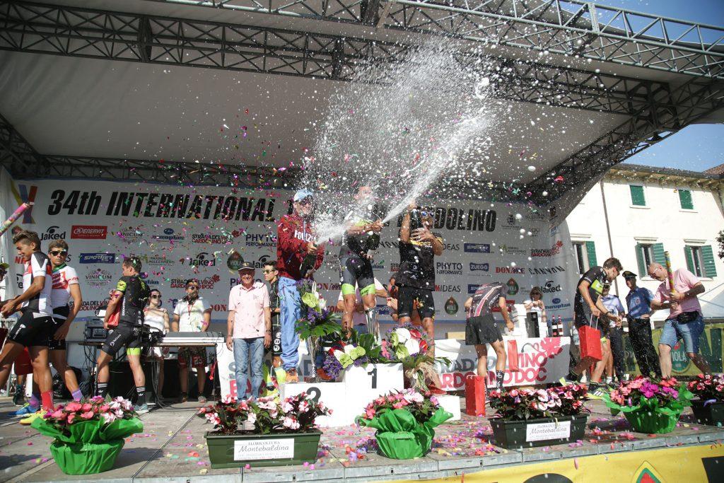 La festa sul podio del Triathlon Internazionale di Bardolino