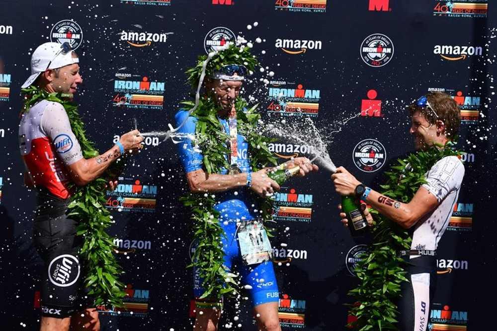 Il tedesco Patrick Lange trionfa all'Ironman Hawaii World Championship 2018 precedendo al traguardo il belga Bart Aernouts e il britannico David McNamee