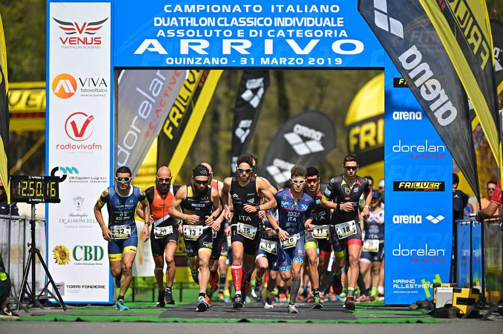 Il via della gara maschile dei Tricolori Assoluti e Age Group di duathlon classico 2019 (Foto ©Dani Fiori).