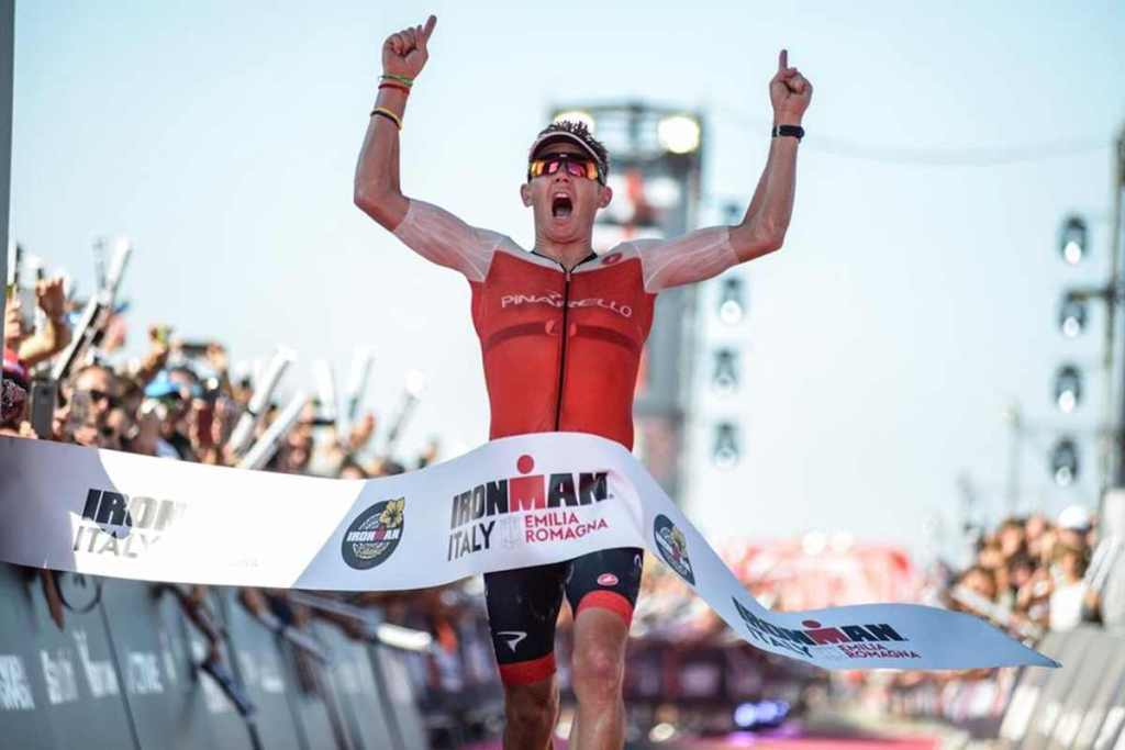 """The machine"" Cameron Wurf domina l'Ironman Italy 2019 scendendo sotto le 8 ore: 7:46:54, nuovo PB e record del percorso."