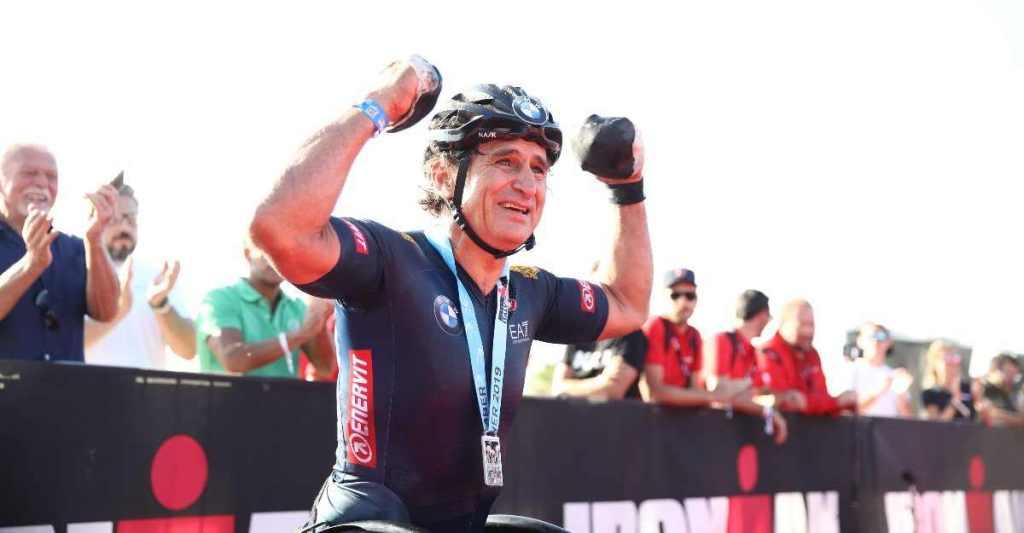 """Alex Zanardi nel 2019 ha centrato un eccezionale """"Double"""", tagliando il traguardo dell'Ironman Italy (il sabato) e dell'Ironman 70.3 Italy (il giorno successivo) - Foto ©Getty Images for IRONMAN)."""