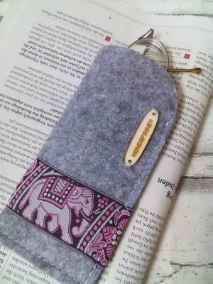 """Brillenetui """"Elefant"""" (grau) von Mondspinne"""