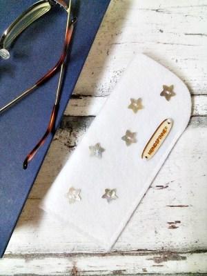 """Brillenetui/ Filzetui """"Sterne"""" (weiß) von Mondspinne"""