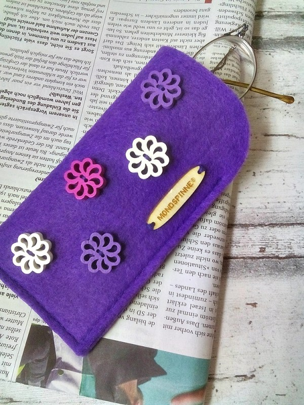 """Brillenetui """"Lilac Flowers"""" von Mondspinne"""