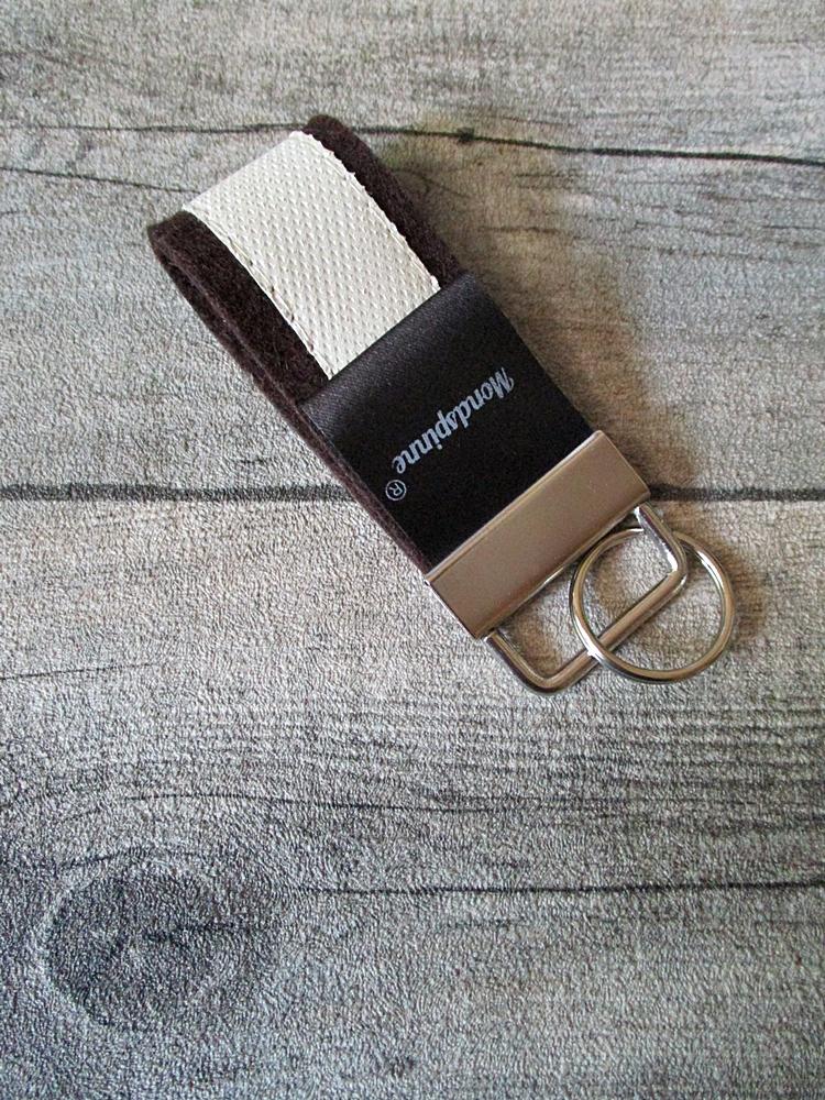Schlüsselanhänger de luxe braun weiß Wollfilz Leder - MONDSPINNE
