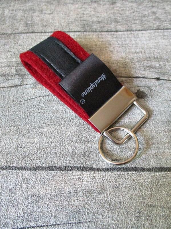 Schlüsselanhänger de luxe rot schwarz Wollfilz Leder - MONDSPINNE