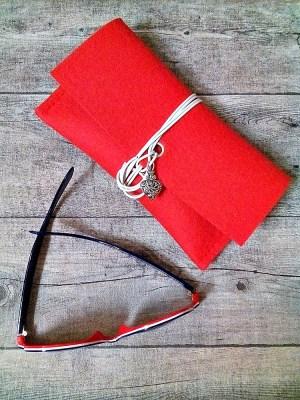 Brillenetasche Brillenetui Filztasche Herz (rot) aus Wollfilz und Leder mit Herz-Anhänger - Mondspinne
