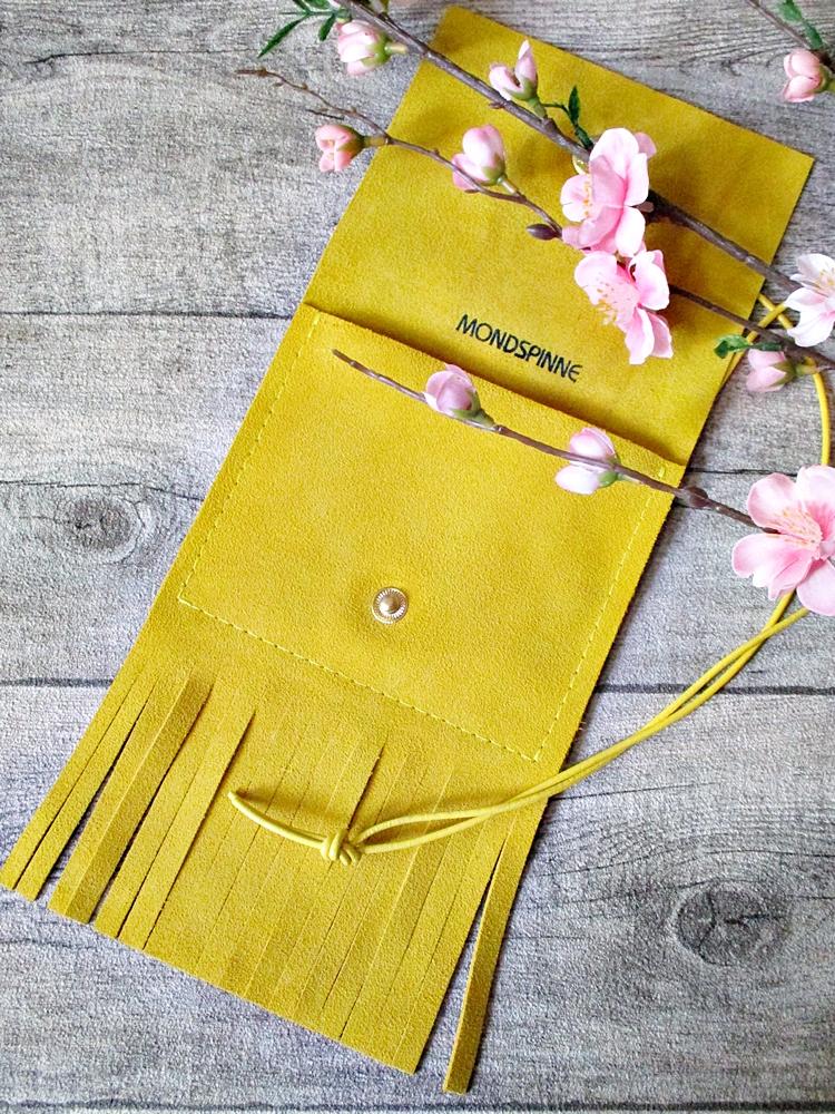 Brustbeutel Sommerbrise gelb Leder - MONDSPINNE