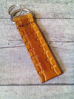 "Schlüsselanhänger ""Rustikal"" (gelb), aus vegetabil gegerbtem Rindsleder - MONDSPINNE"
