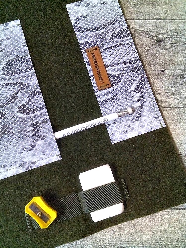 """Stifterolle """"Madagaskar"""" (dunkelgrün-schwarz-weiß) aus Wollfilz und geprägtem Kalbsleder - MONDSPINNE"""