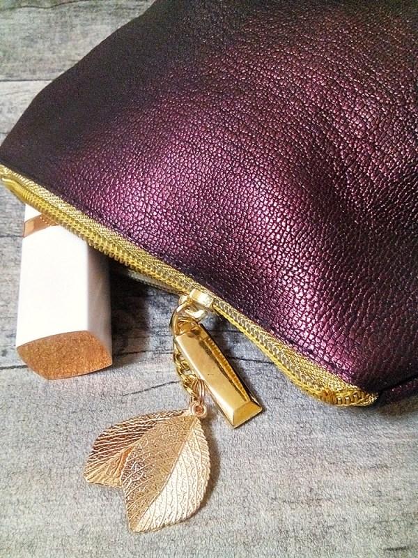 """Kosmetiktasche """"Glamour"""" weinrot-gold mit Boden mit Charm Blätter aus Kalbsleder - MONDSPINNE"""