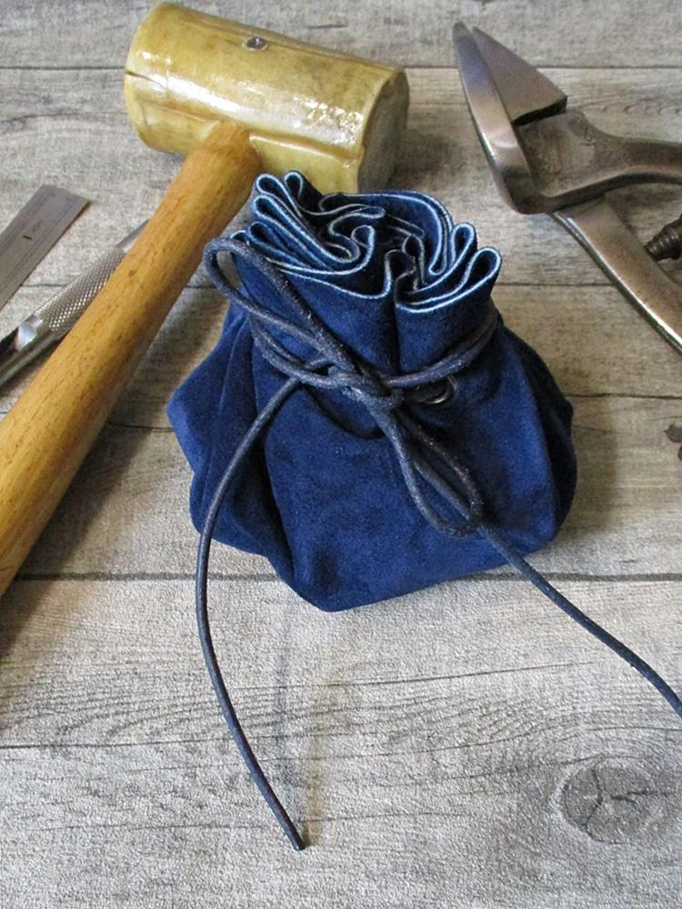 Lederbeutel blau silber Rindswildleder - MONDSPINNE