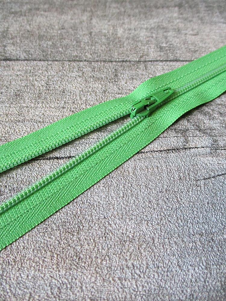 Reißverschluss hellgrün 18 cm lang 22 mm breit YKK - MONDSPINNE