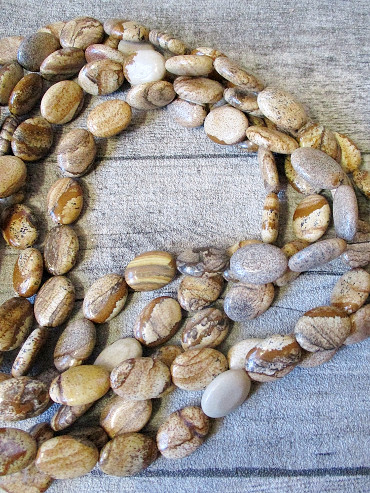 Bildjaspis beige braun grau flach oval 18x13x6 mm Loch 1,5 mm - MONDSPINNE