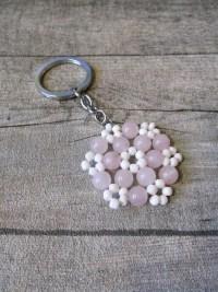 Blüte Taschenanhänger rosa weiß Glas Rosenquarz mit Schlüsselring - MONDSPINNE