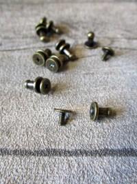 Knopfniete Kopfschraubniete Beiltaschenknopf Patronentaschenverschluss altmessing Metall 8x4 mm - MONDSPINNE