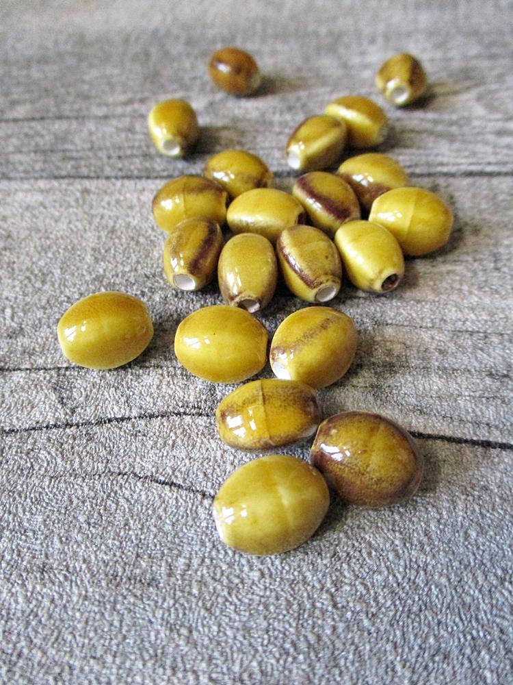 Porzellanperlen linsenförmig 12x9 mm senffarben gelb braun Großlochperlen Lochgröße 2,8 mm - MONDSPINNE