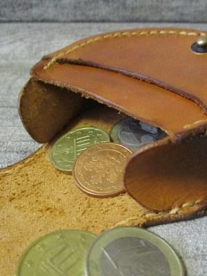 Schütte Börse Portemonnaie Rindsleder hellbraun gelbbraun 8x8x3 cm Druckknopf Löwe - MONDSPINNE
