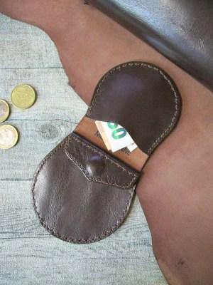 Börse Portemonnaie Jari Schafnappaleder braun messing Druckknopf - MONDSPINNE