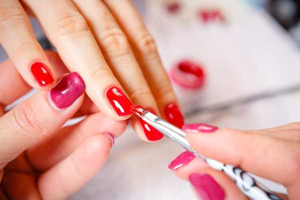 Painting nails red