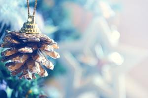 free christmas - Pinecone-tree-decoration