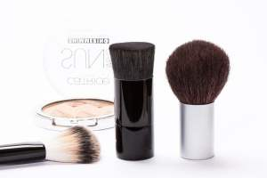 Make money vlogging about makeup