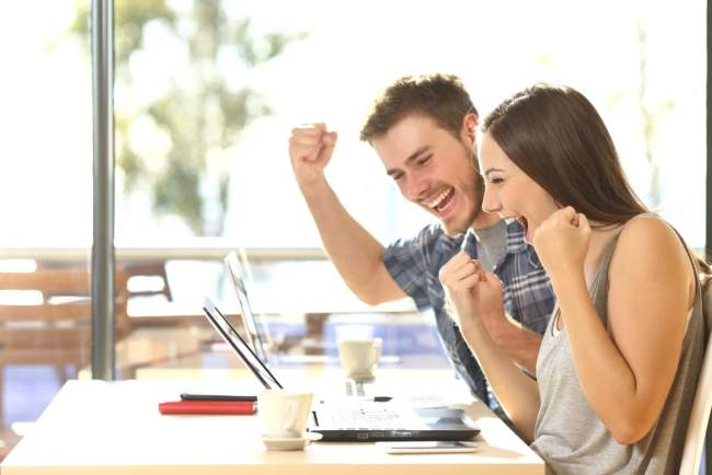 couple excited about winning online