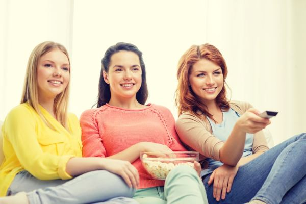 3 young women watching TV