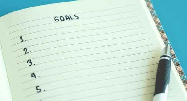 List of goals on a note pad