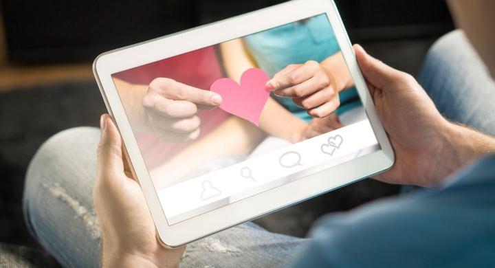 Earn cash as a facebook girlfriend