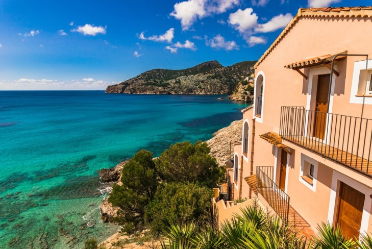 Spanish holiday home/villa by the sea