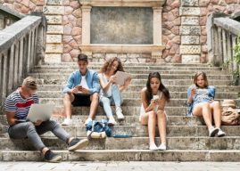 Έρευνα: Κινδυνεύουν με κατάθλιψη οι έφηβοι που είναι «κολλημένοι» με τα κοινωνικά δίκτυα